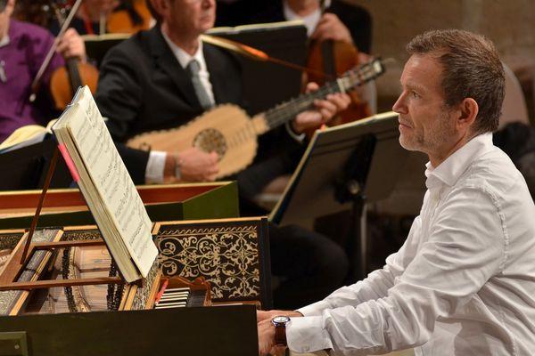 Pour son 3e week-end, le festival de musique baroque d'Ambronay poursuit la célébration de ses 40 ans. Il accueille un fidèle : Christophe Rousset qui a dirigé trois fois l'Académie d'Ambronay. Il présente en version concert l'opéra «Jules César» d'Haendel.