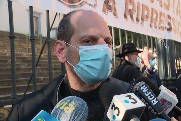 Félix Benedetti lors d'un rassemblement visant à la soutenir dans l'attente de la décision du juge d'application des peines antiterroriste, le 16 janvier.