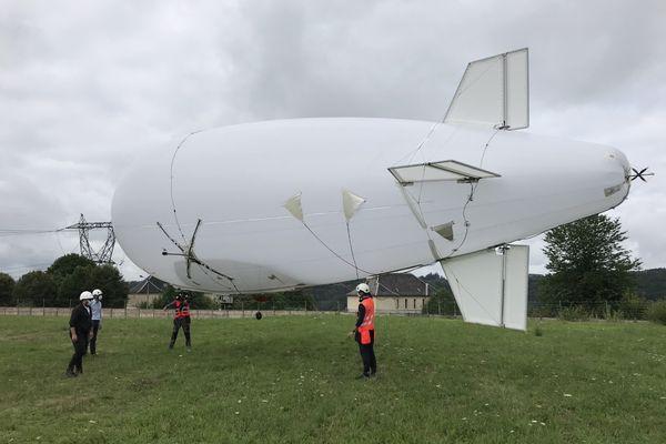 """Derniers survols tests pour ce """"diridrone"""" du RTE, premier drone dirigeable capable de réaliser des surveillances de lignes électriques, mercredi 28 juillet 2021."""
