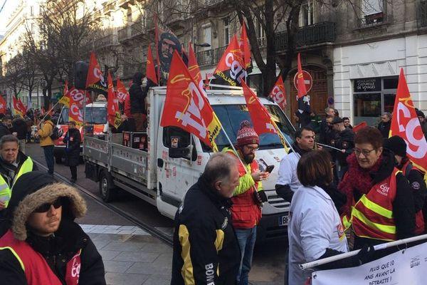Les manifestants vont jusqu'à la Préfecture de l'Isère.