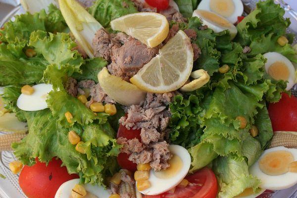 Salade niçoise... Cherchez les intrus...