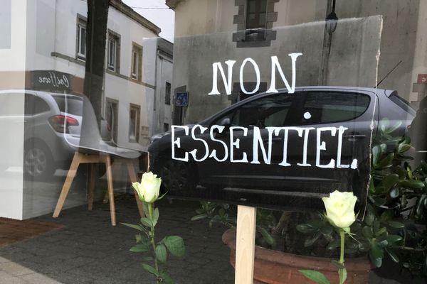 Vitrine d'un magasin à Grand-Champ, dans le Morbihan