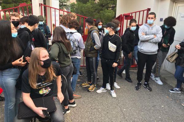 Mardi, une poignée de lycéens a bloqué l'entrée du lycée du Fango à Bastia.