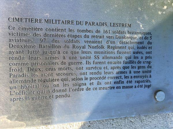 Plaque commémorative du cimetière militaire du Paradis à Lestrem.