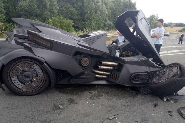 La Batmobile de Sébastien Delanney accidentée ce samedi à Téteghem.