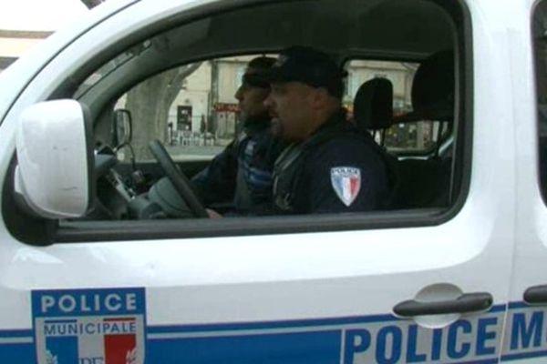 Pour le moment, à Arles, les policiers municipaux ne portent pas d'armes à feu