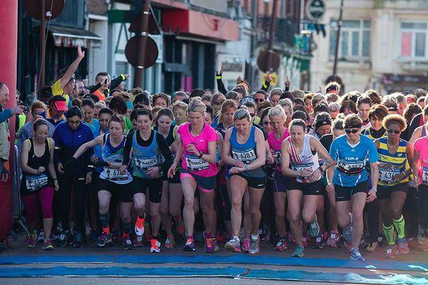 Le départ de la course 10 km Femmes de La Route du Louvre 2017