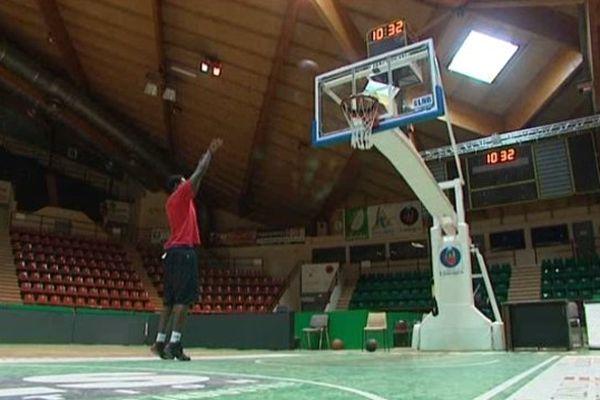 En cas de nouvel incident, les joueurs du CSP joueraient un match dans un palais des sports vide.