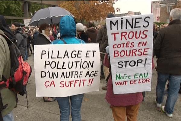 Manifestation à Guingamp (22) contre les prospections minières en Côtes d'Armor.