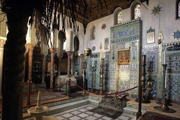 La mosquée, et son plafond aujourd'hui très endommagé, au coeur de la Maison Pierre Loti à Rochefort (Charente-Maritime), ici photographiée en  2005