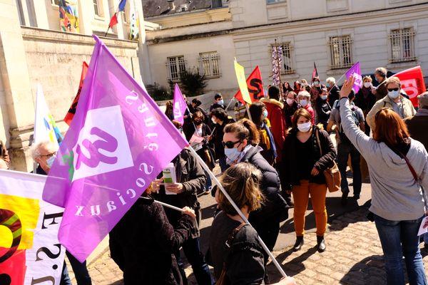 Dans le cortège de la manifestation à Tours, beaucoup de femmes ce 8 avril 2021.