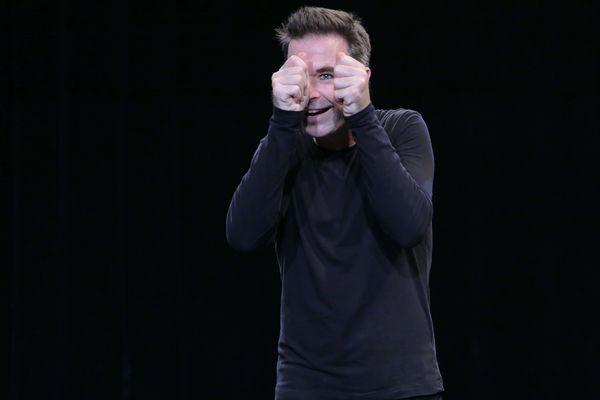 Nicolas Devort, l'auteur seul en scène de La Valse d'Icareau Théâtre du Lucernaire.