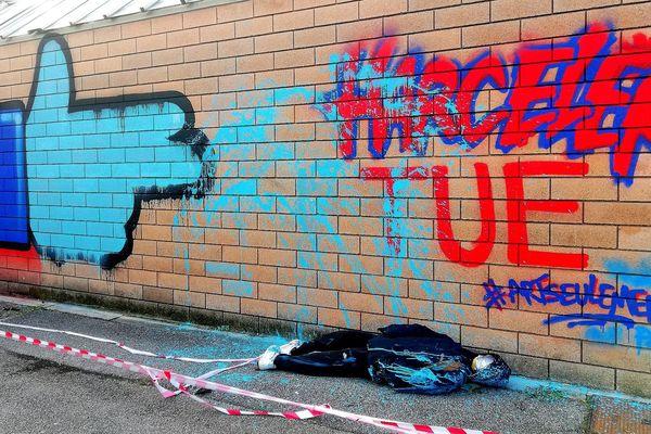 L'oeuvre de l'artiste Pleks sur un des murs du lycée.
