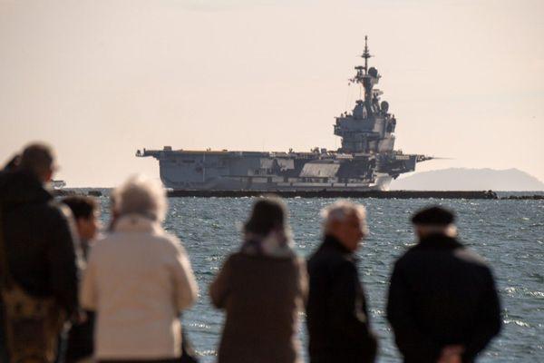 Le porte-avions Charles de Gaulle, ici quittant le port de Toulon en mars dernier, fera partie du scénario de l'exercice.
