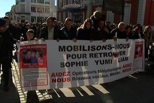 Environ 200 personnes ont participé à une marche solidaire à Montceau-les-Mines, en Saône-et-Loire, dimanche 21 février 2016.