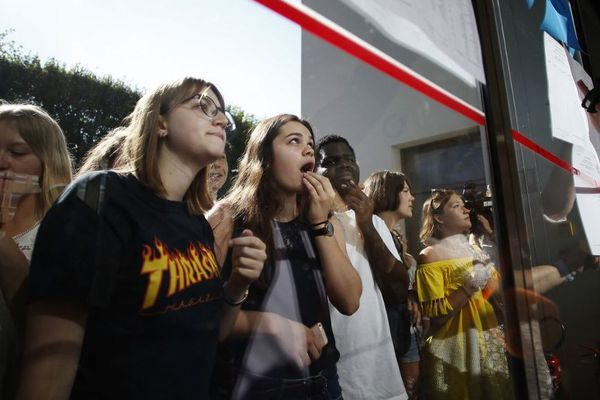 Les élèves caennais découvrent leurs notes au lycée Malherbe en juin 2018