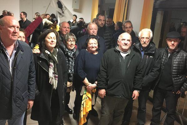 05/03/2017 - Les nouveaux élus au conseil municipal de Vezzani (premier rang)