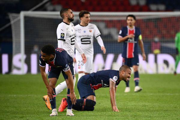 La grimace du milieu de terrain brésilien du PSG, Rafinha, lors de la rencontre contre Rennes, au Parc de Princes à Paris ce 7 novembre 2020.