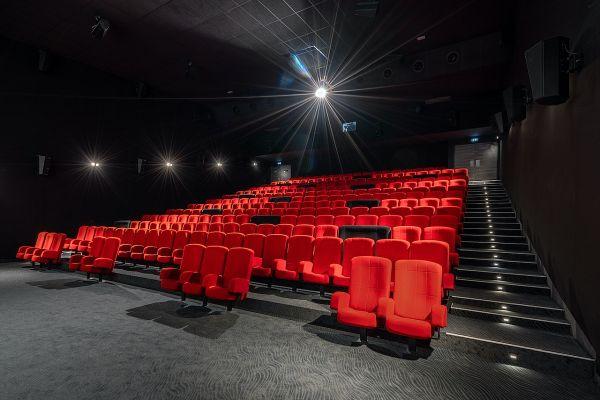 Le Cinéma Le Palace dispose de sept salles, offrant 1070 fauteuils.
