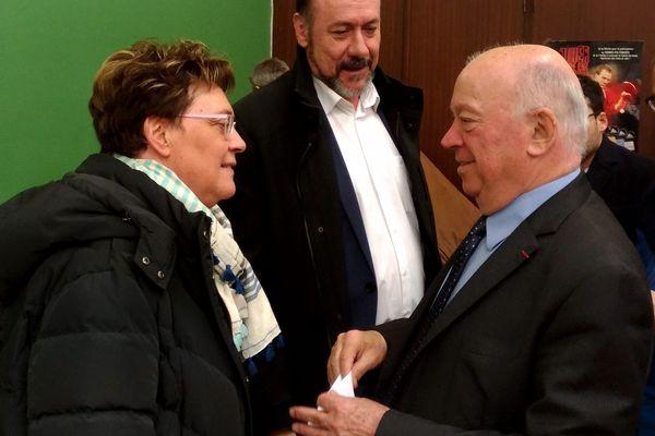 Jean-Pierre Door face à Marianne Dubois (LR) après le premier tour de l'élection législative partielle, dimanche dernier.