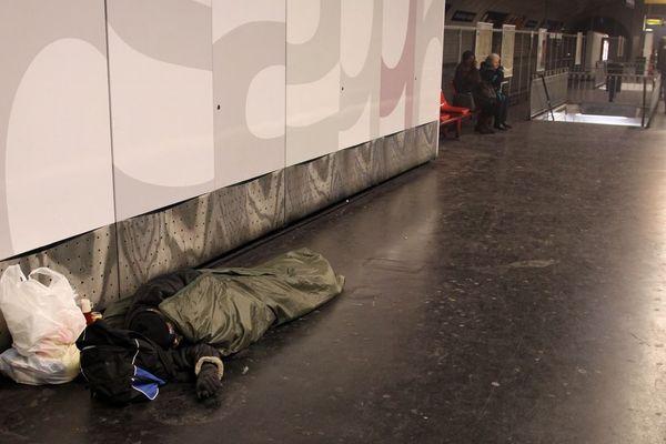 On compte entre 200 et 350 SDF dans le métro à Paris, d'après Valérie Pécresse (illustration).