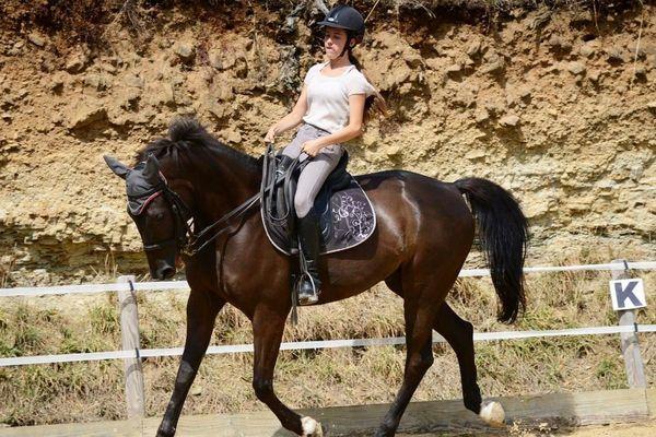Lorenza degli Azzoni se déplace en chaise roulante depuis un accident, à l'âge de 19 ans. Mais c'est avant tout une passionnée d'équitation, avec près de huit ans d'expérience en compétition.