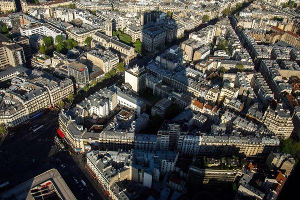 L'ombre de la Tour Montparnasse, sur Paris.