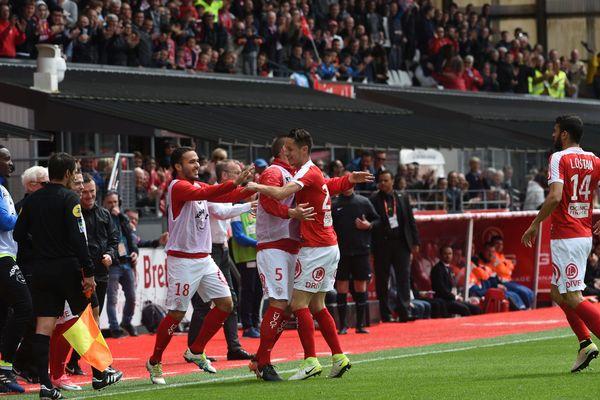 Brest (Finistère) - Nîmes s'offre une belle victoire 3 à 2 - 6 mai 2017.
