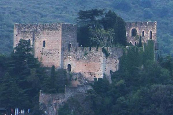 Le château de Castelnou, dans les Pyrénées-Orientales a été racheté pour un euro par le conseil départemental des Pyrénées-Orientales - 29/10/18