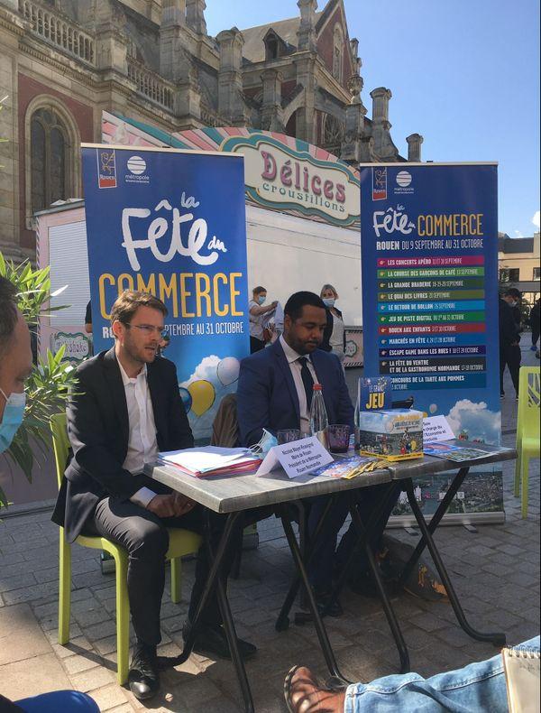Rouen le 2 septembre 2020 : Nicolas Mayer-Rossignol et Sileymane Sow à la terrasse du Palais de la Bière, place Saint-Sever, pour la conférence de presse de présentation de la 1e Fête du Commerce