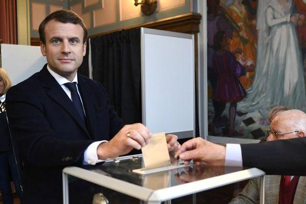Emmanuel Macron a voté à 11h.