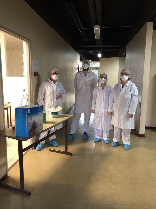 Médecins et infirmiers au collège La Ponétie à Aurillac.