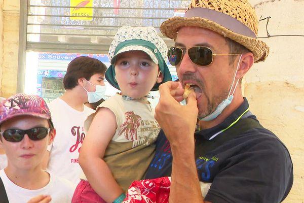 Activité typiquement familiale, le marché c'est l'occasion de faire aussi voyager les papilles des grands et des petits !
