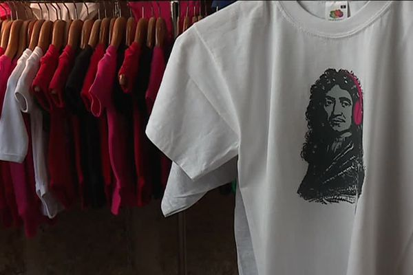 T shirt à l'effigie de Molière dans une échoppe de Pézenas (Hérault)