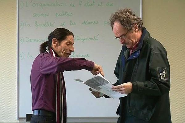 Paul Sylvestre (à gauche sur la photo), organisateur du Grand Débat National à Romilly-sur-Seine (Aube).