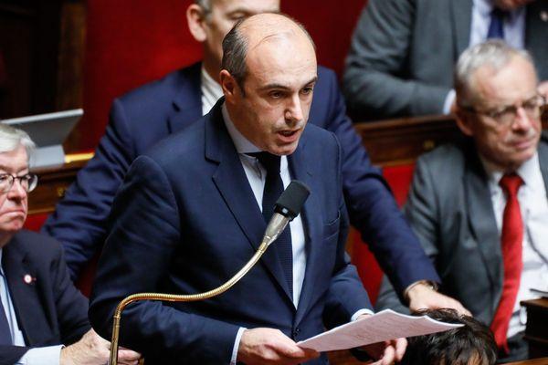"""Le député LR Olivier Marleix (Eure-et-Loir) accuse Emmanuel Macron d'un """"pacte de corruption"""" dans l'affaire Alstom."""