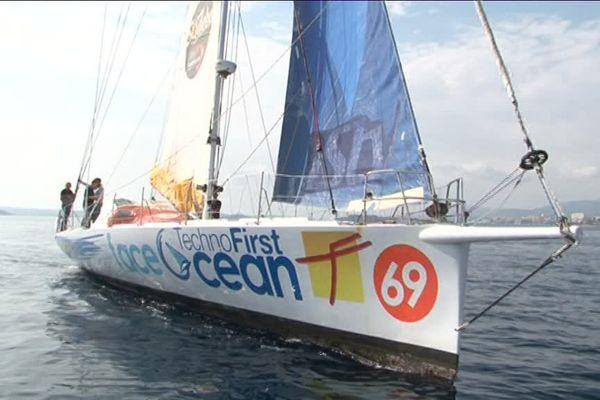 "Le Varois Sébastien Destremau et son ""Face océan un IMOCa 60."