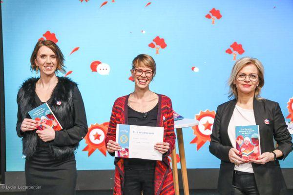 Laura Carpentier-Goffre entourée de deux des organisatrices du concours : Sarah Neuman et Emmanuelle Durand-Rodriguez
