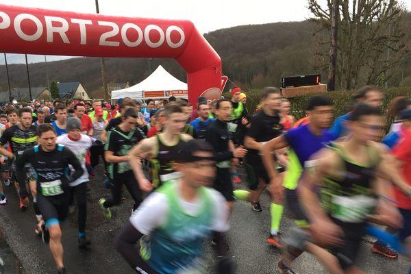 Les concurrents se élancés pour des courses de 5 et 10kms