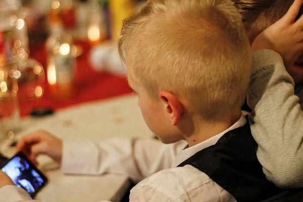 Il est indispensable d'apprendre aux enfants les réflexes d'urgence dès leur plus jeune âge