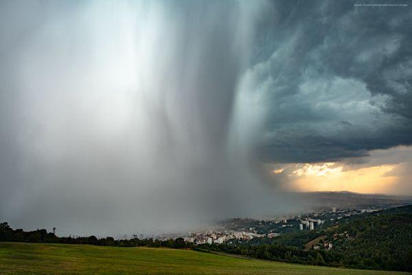 Photographie de l'orage de grêle qui s'est déjà abattu sur la Loire ce mardi soir, à Saint-Etienne.