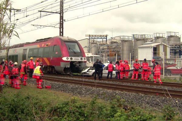 Aigues-Vives (Hérault) - Collision entre un TER et une voiture au passage à niveau sur la ligne Nîmes-Montpellier - 29 avril 2021.