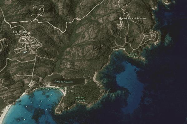 Image satellite de la Rondinara. En haut, à droite, les villas Ferraci.
