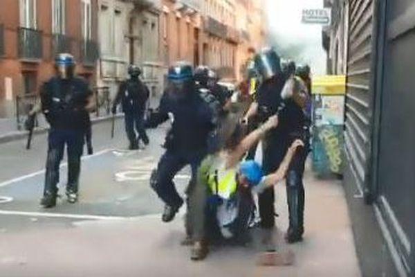 Altercation entre policiers des Compagnies de Sécurisation et d'Intervention et membres de l'Observatoire des pratiques policières de Toulouse