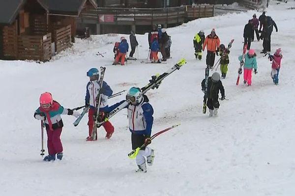 400 skieurs sont venus profiter de la seule piste ouverte à la station de ski de Porté-Puymorens, dans les Pyrénées-Orientales - 11 novembre 2017