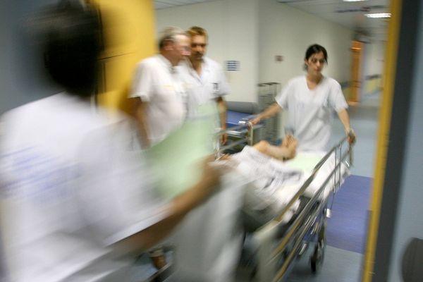 Les équipes du service des urgences de l'hôpital de Riom (Puy-de-Dôme) doivent faire face à un sous-effectif constant et des bâtiments qui ne sont plus adaptés. (Photo d'illustration).