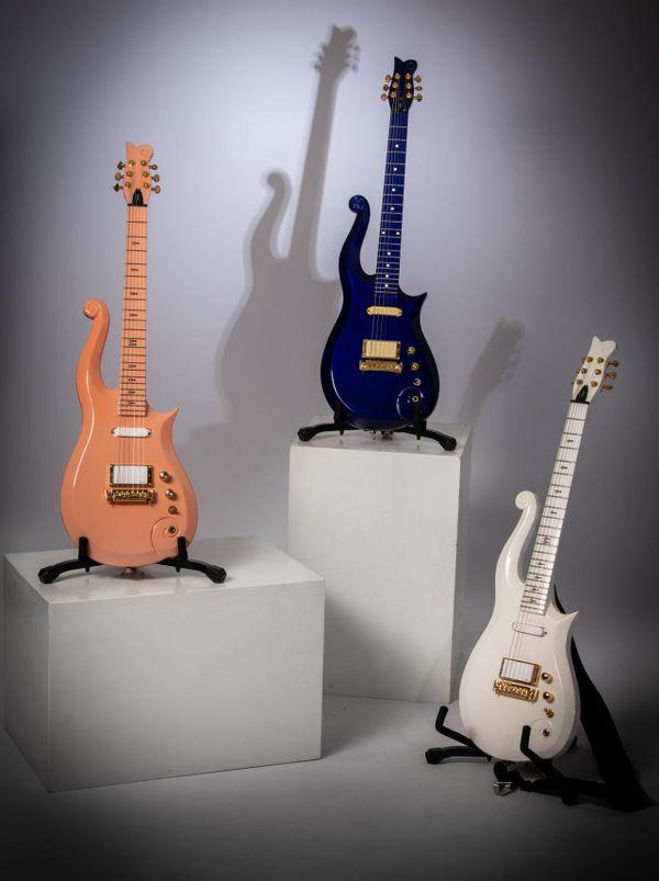 Les trois guitares Schecter, modèles utilisés par Prince, seront exposées en juin.
