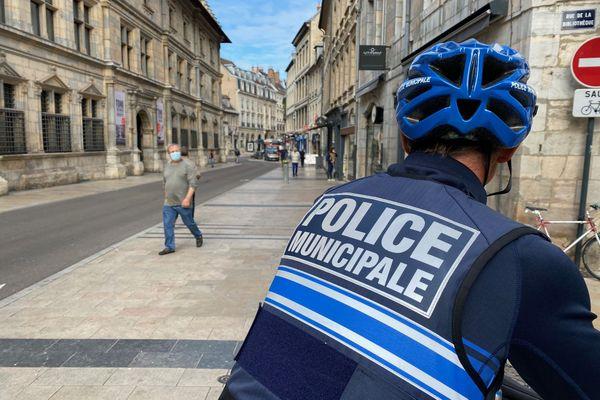 La grande rue va être surveillée de près concernant le stationnement sauvage, à Besançon.