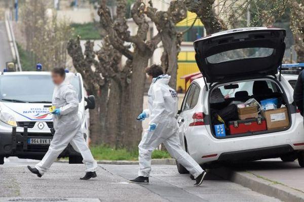 Montpellier - les enquêteurs et la police scientifique et technique sur les lieux du drame - 30 mars 2016.
