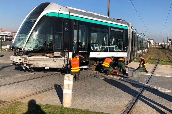 Un accident entre un bus et un tramway (T7) a eu lieu à Paray-Vieille-Poste.